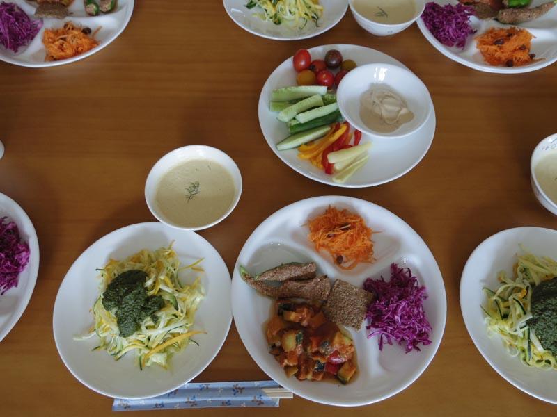 8/11に行われたパーマカルチャーな生きかた、食べかた、関わりかた@MIMA『山人の里』」で出されたローフードのランチ