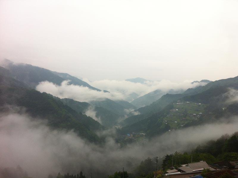 雲に覆われた祖谷の幻想的な風景