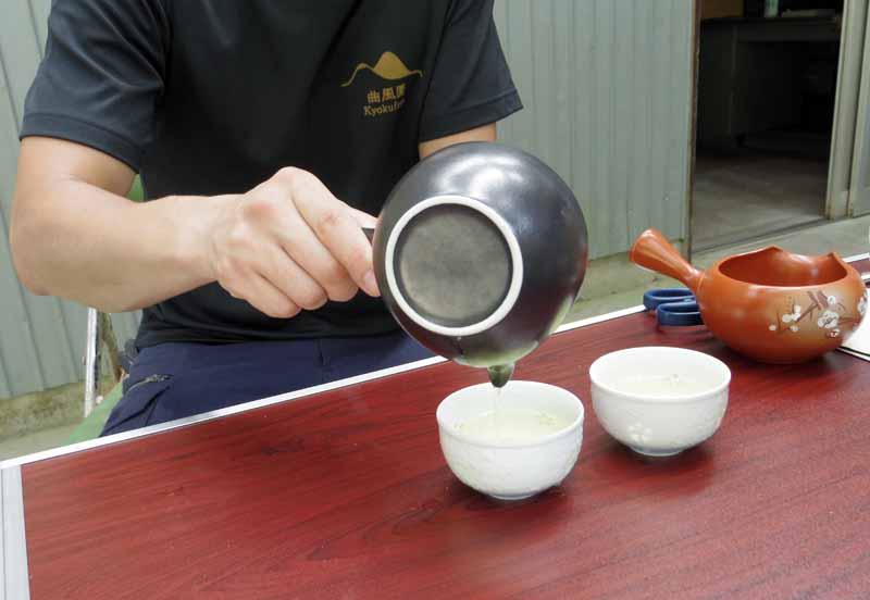 曲さんは日本茶インストラクターの資格も持ち、日本茶の普及にも取り組んでいます。